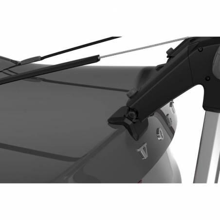 Porte-velos sur hayon Thule OutWay Hanging 2 vélos, détail fixation sur coffre – YGGOR