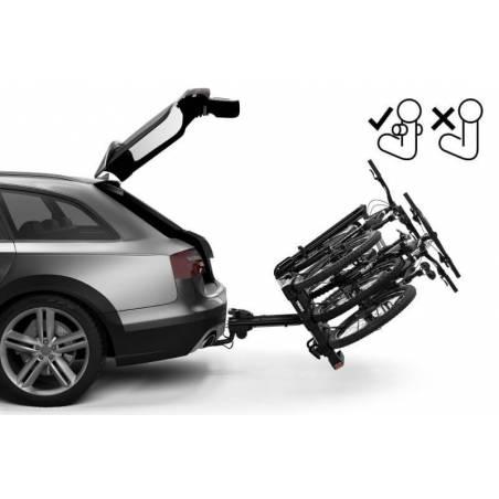 Pédale de basculement pour ouvrir le coffre même avec les 3 vélos installés sur le porte-vélos EasyFold XT F 3 Thule - YGGOR
